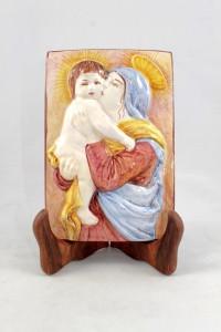 Piastrella in bassorilievo in Ceramica di Faenza madonna con bambino.