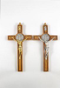 Crocifisso San Benedetto , croce legno di ulivoe cristo metallo.