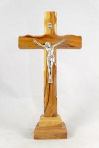Crocifisso da tavolo in legno di ulivo proveniente dalla Terra Santa.