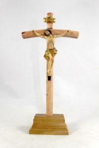 Crocifisso da tavolo croce in legno e cristo in resina.