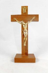 Crocifisso da tavolo croce in legno e cristo in metallo.