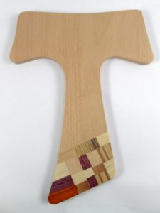 Croce Tau realizzato dalla cooperativa solidale Monteverde