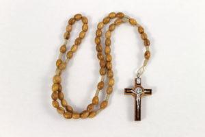 Rosario in legno con legatura in corda e croce San Benedetto.