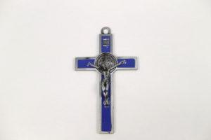 Croce san Benedetto in metallo smaltato blu. dimensioni 12,5 cm x 7 cm.